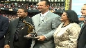 Wakefield accepts Clemente Award