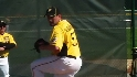 Hanrahan named Pirates' closer