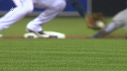 O's claim catcher Martinez off waivers