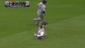 Berkman se desliza y atrapa la pelota