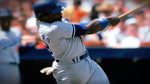 Dodgers, Cards alum Guerrero recovering from brain injury