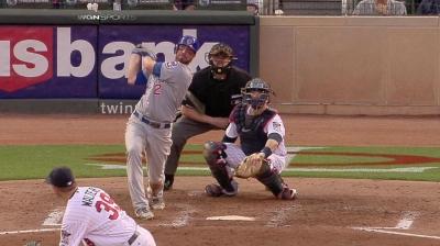 Dodgers ink infielder Stewart to Minors deal