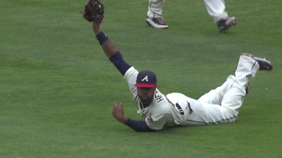 Heyward caps stellar season with first Gold Glove