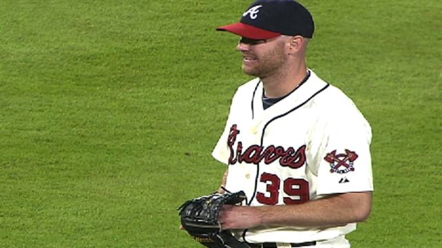 Pain cuts Venters' first mound session short