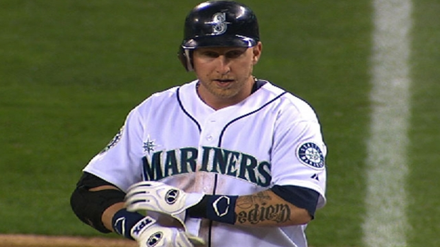 Mariners deal first baseman Carp to Red Sox