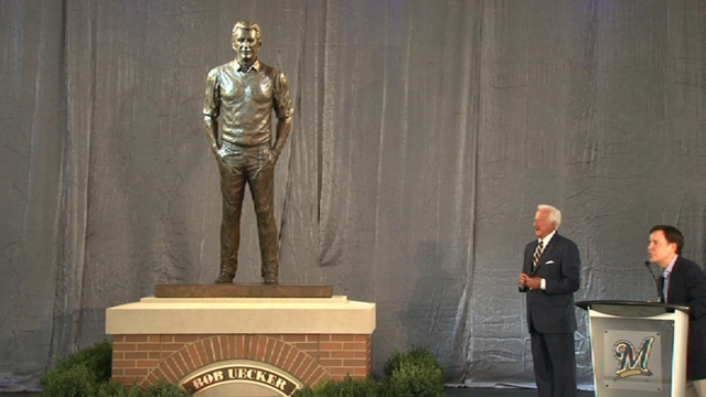 Brewers to honor Uecker with second statue