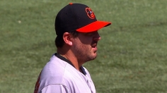 Saunders helps O's pull to within one in AL East