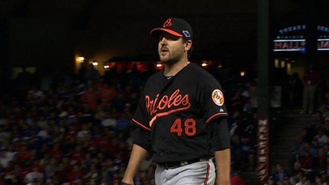 O's bring up Saunders, Meek as rosters expand