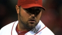 Broxton signs deal with Reds