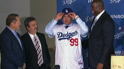Dodgers introduce Korean left-hander Ryu