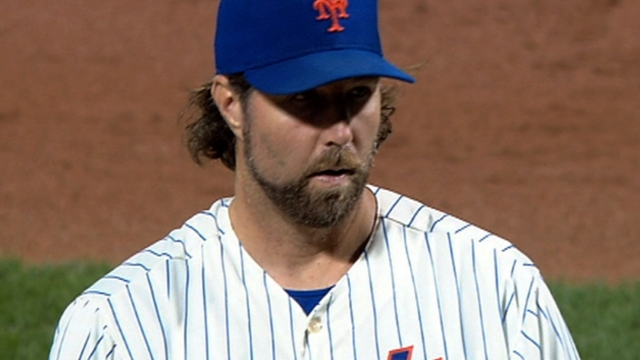 Dickey gets acclimated to Rogers Centre mound