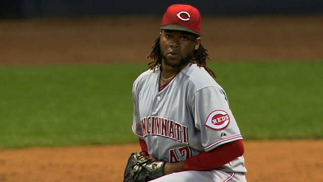 Cueto settles in vs. D-backs, avoids injury scare
