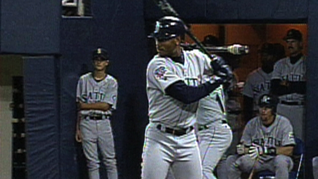 Griffey to be inducted into Mariners Hall of Fame
