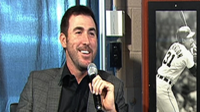 Verlander hits the links at Pebble Beach