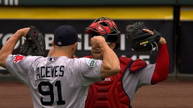 Aceves' batting-practice lobs perplex Red Sox
