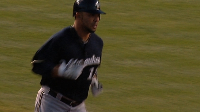 Gonzalez passes physical, returns to Brewers