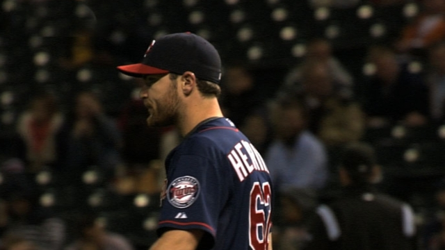 Twins win, but Hendriks leaves with hand injury
