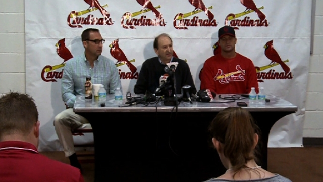 Cards extend Mozeliak, pick up Matheny's option