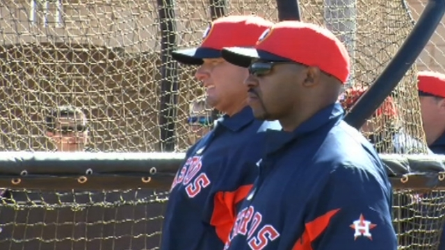 Clemens pitching in with Astros as special instructor