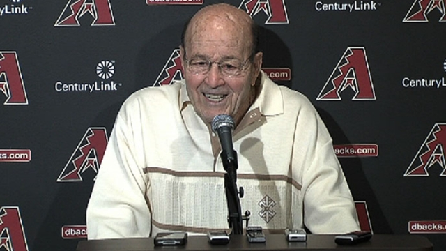 With trademark wit, Garagiola ends career