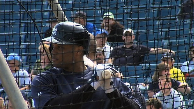 Cano focused on playing, not contract talks