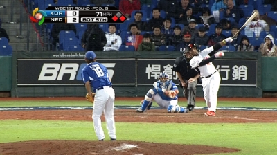Balentien ties Japan's single-season HR record