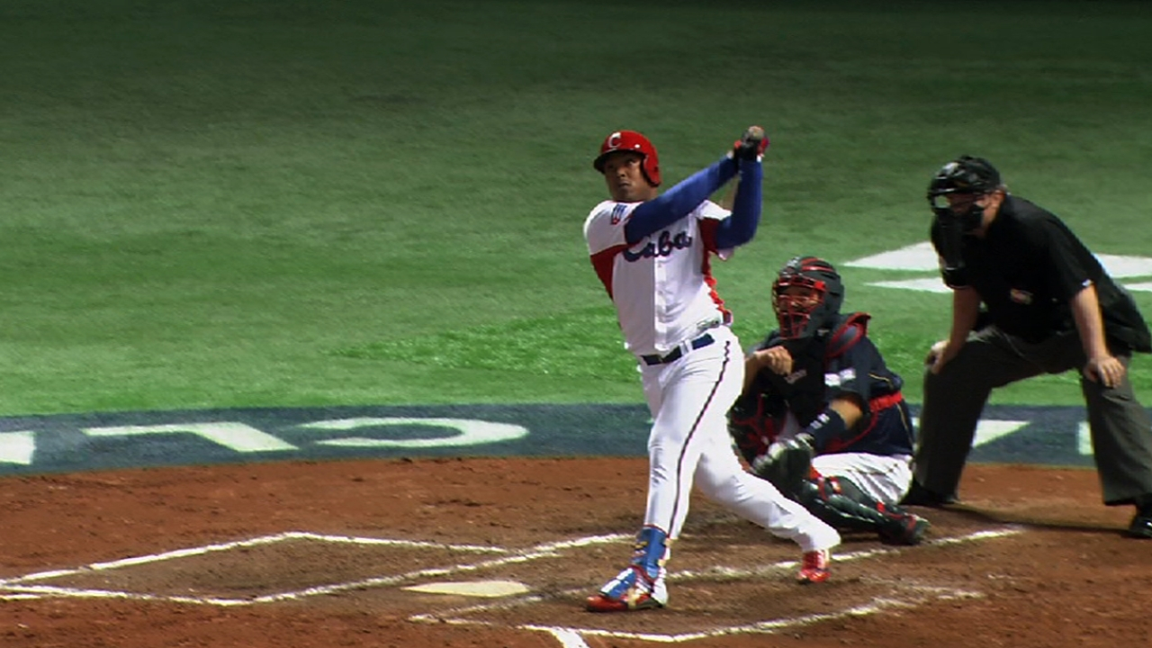 Slugging outfielder Tomas defects from Cuba