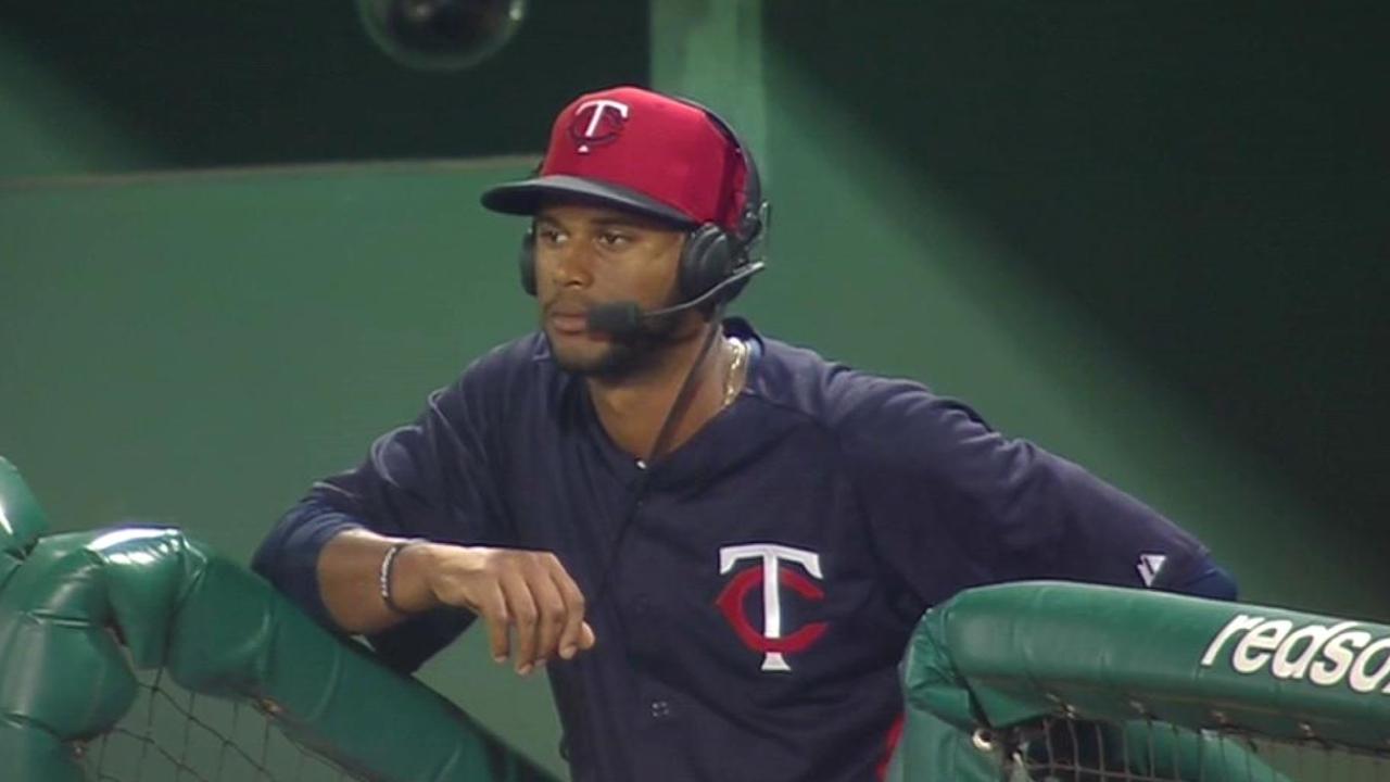 Hicks making case to win center-field job