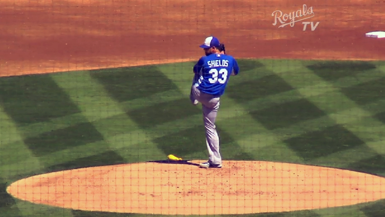 Gordon hits leadoff homer, but Royals can't hold lead