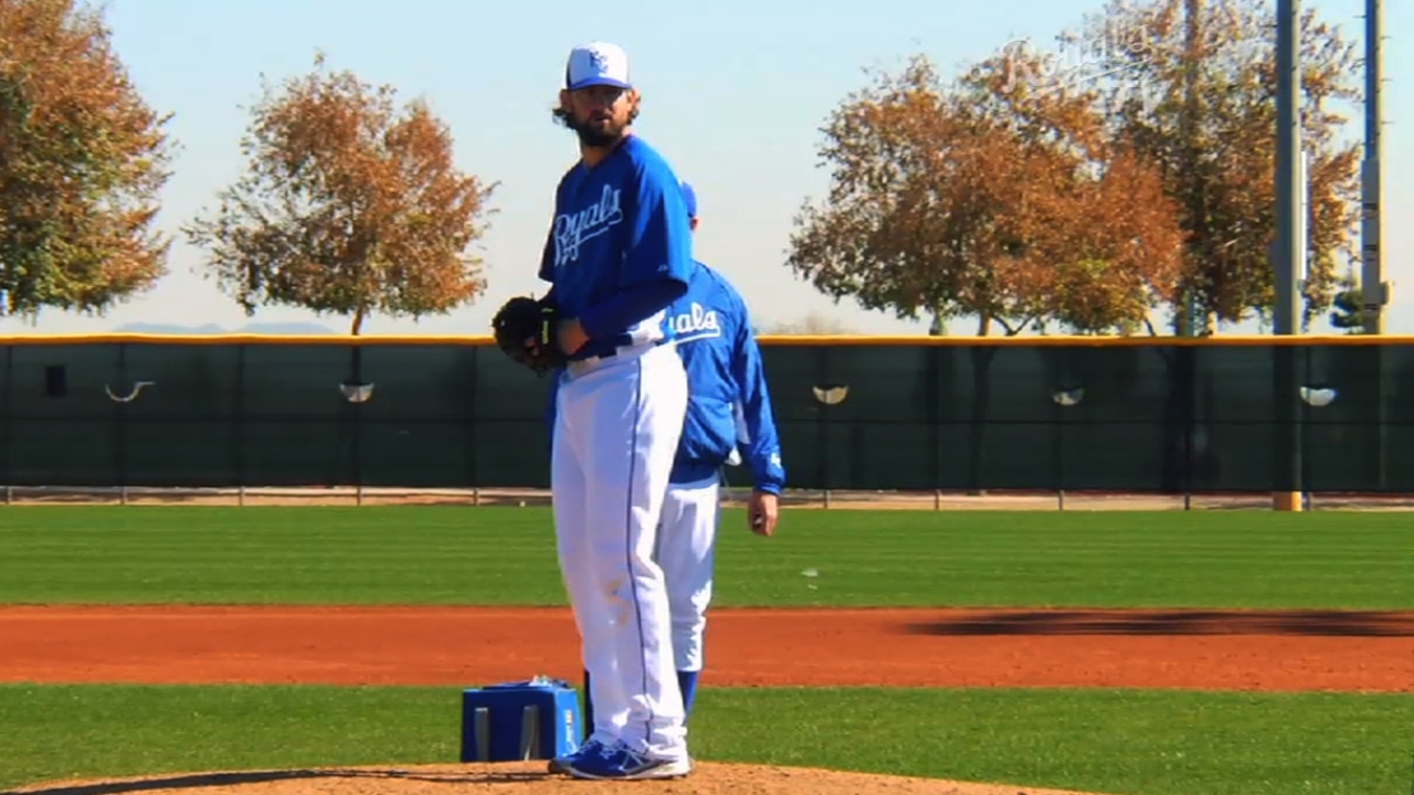 Hochevar having success airing it out as reliever