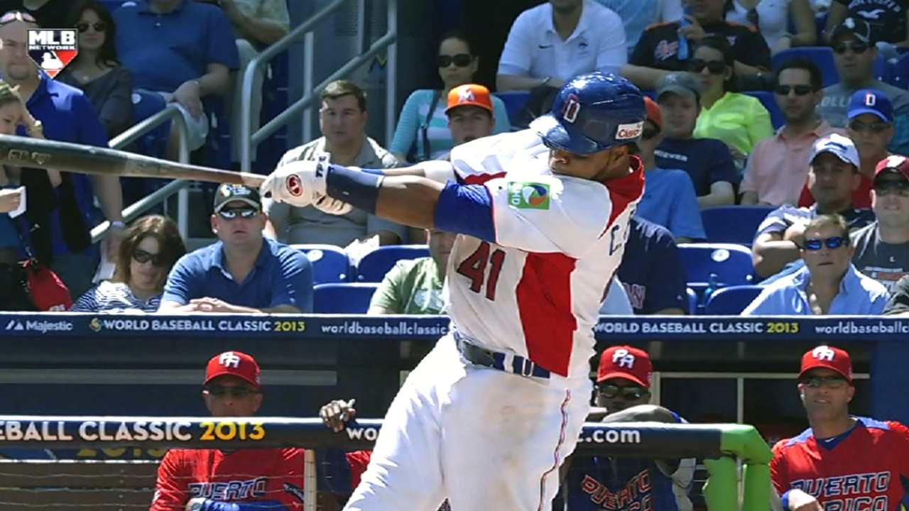 Santana drills solo homer to lift Dominican Republic