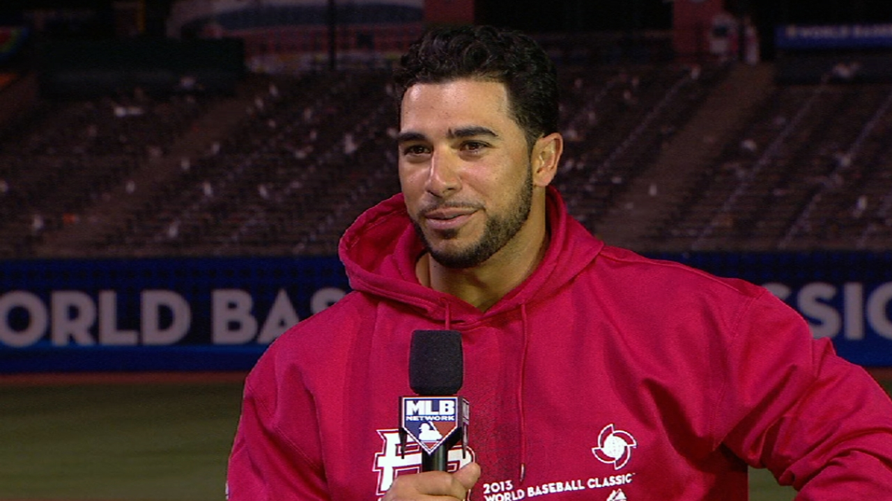 Aviles back with Tribe after great run in Classic