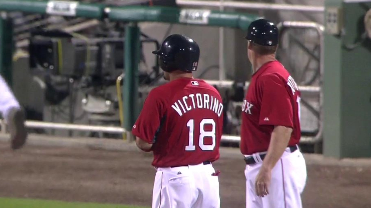 Victorino's clutch triple carries Sox past Phils