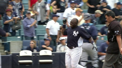 Mustelier hits a walk off homer