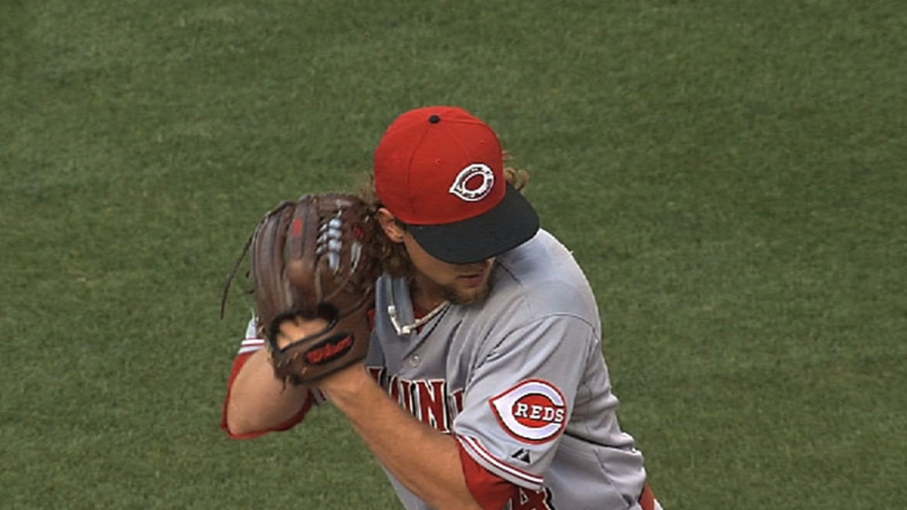 Leake, Reds avoid arbitration with one-year deal