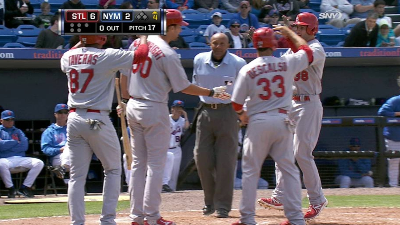 Kozma, Molina support Wainwright's solid effort