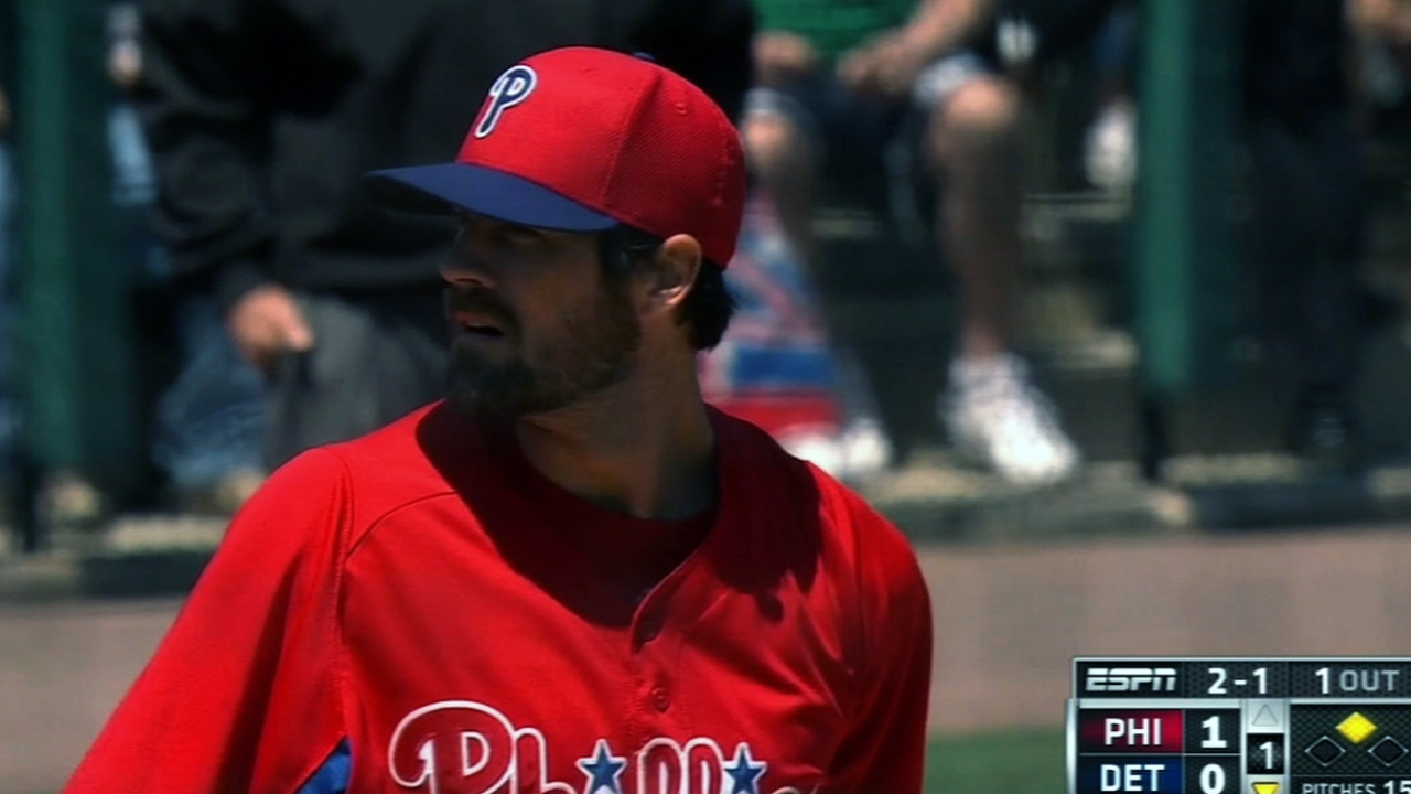 Phils back sharp Hamels in win over Tigers