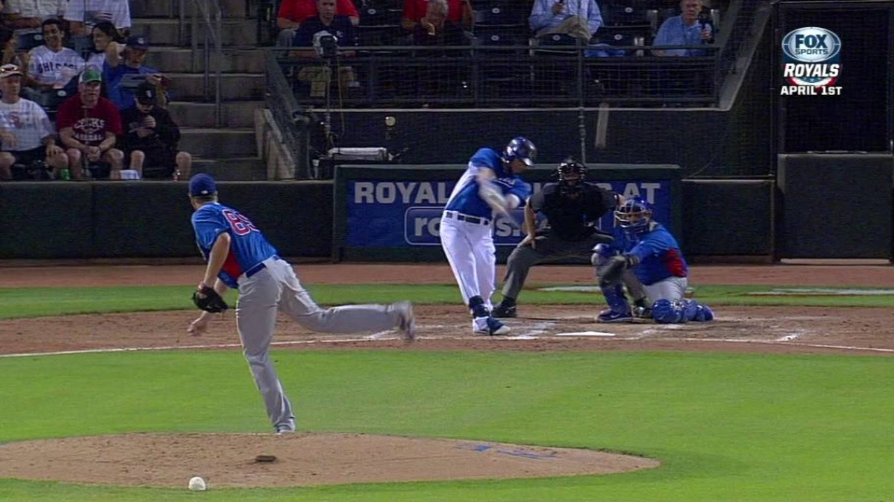 Hard-hitting Royals keep it going against Reds