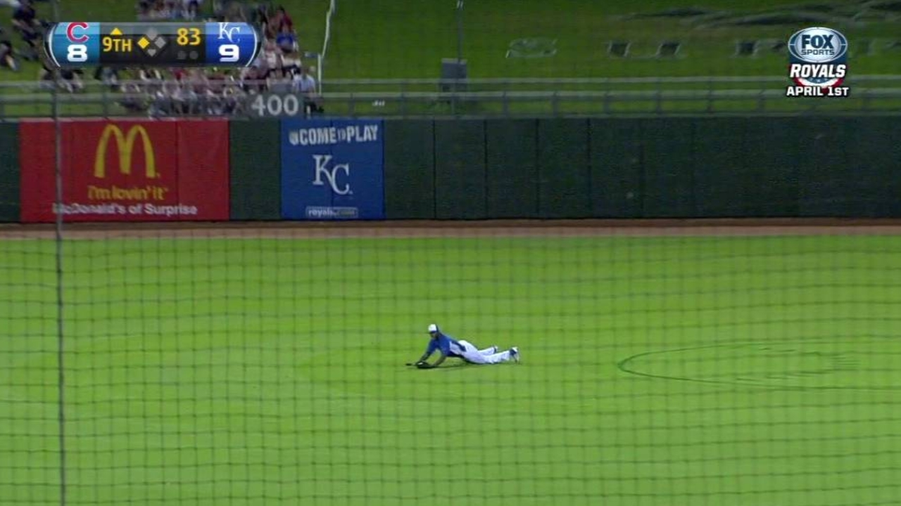 Cubs rally late to force draw with Royals