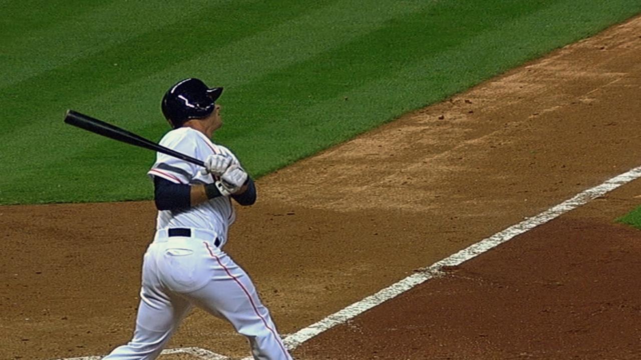 Astros overpower Rangers in AL debut