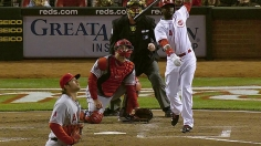 Votto's first hit of season gives Reds walk-off win