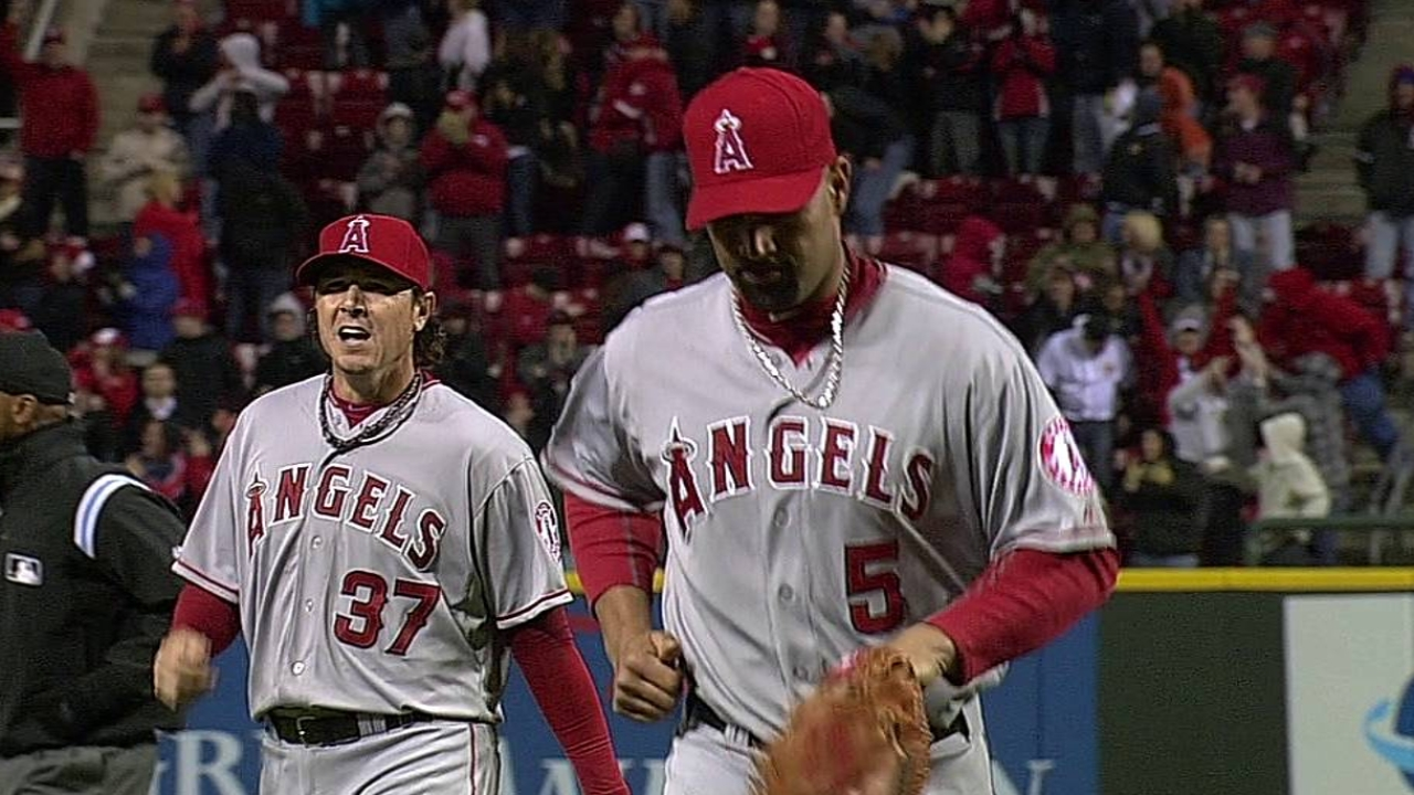 Rallying Angels gamble, lose in ninth inning