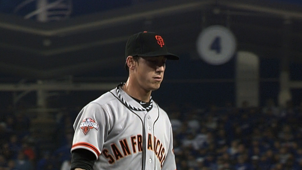 Two homers help Lincecum, Giants grind out win