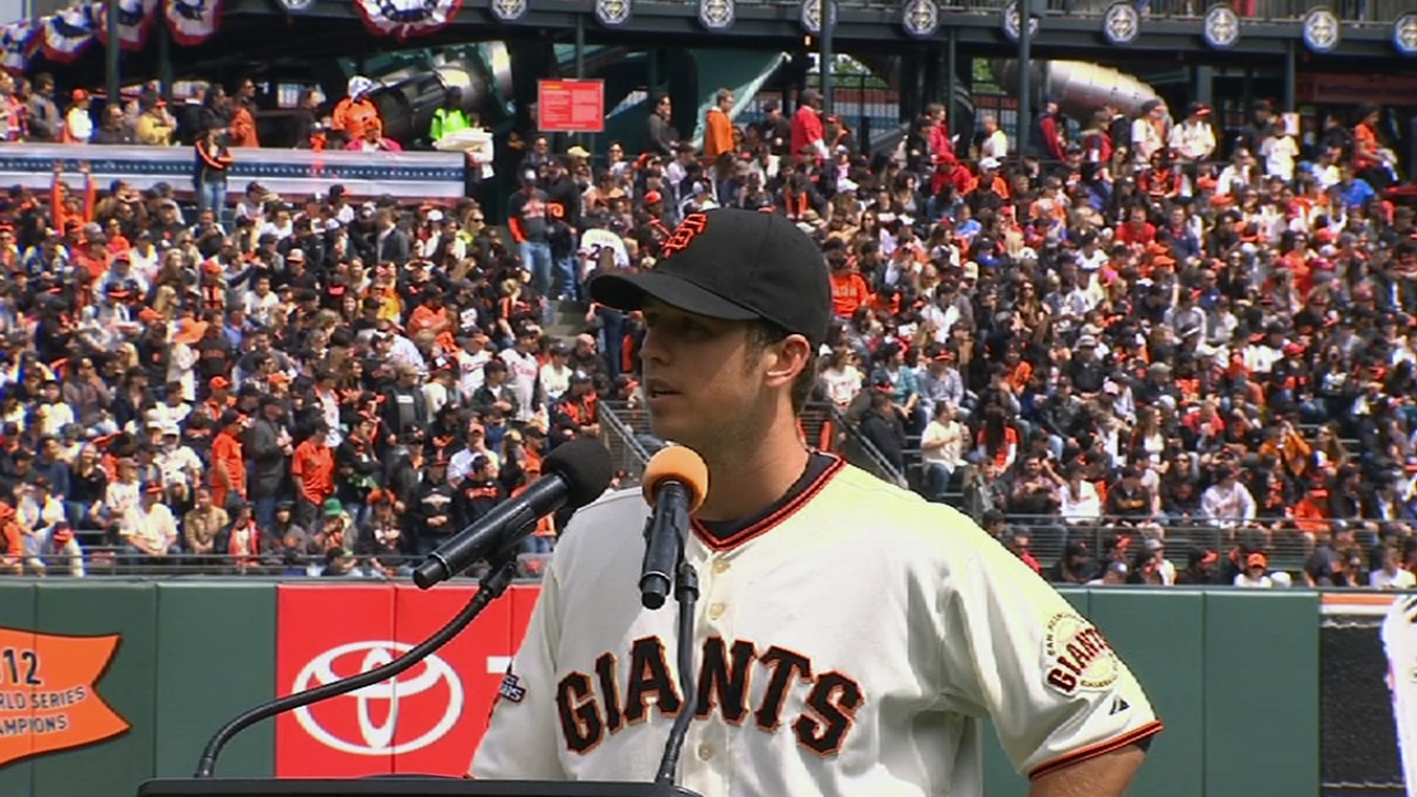 Family, stars help honor Posey for NL MVP Award