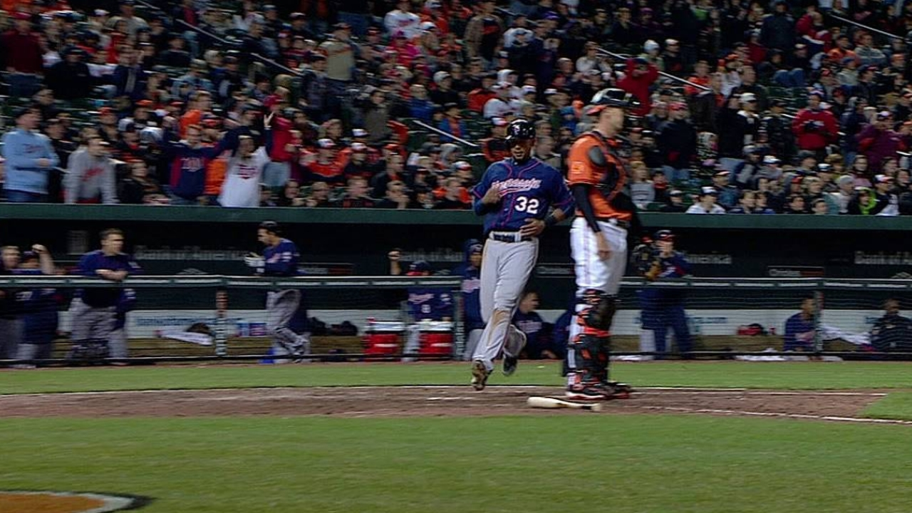 Morneau's ninth-inning hit lifts Twins to victory