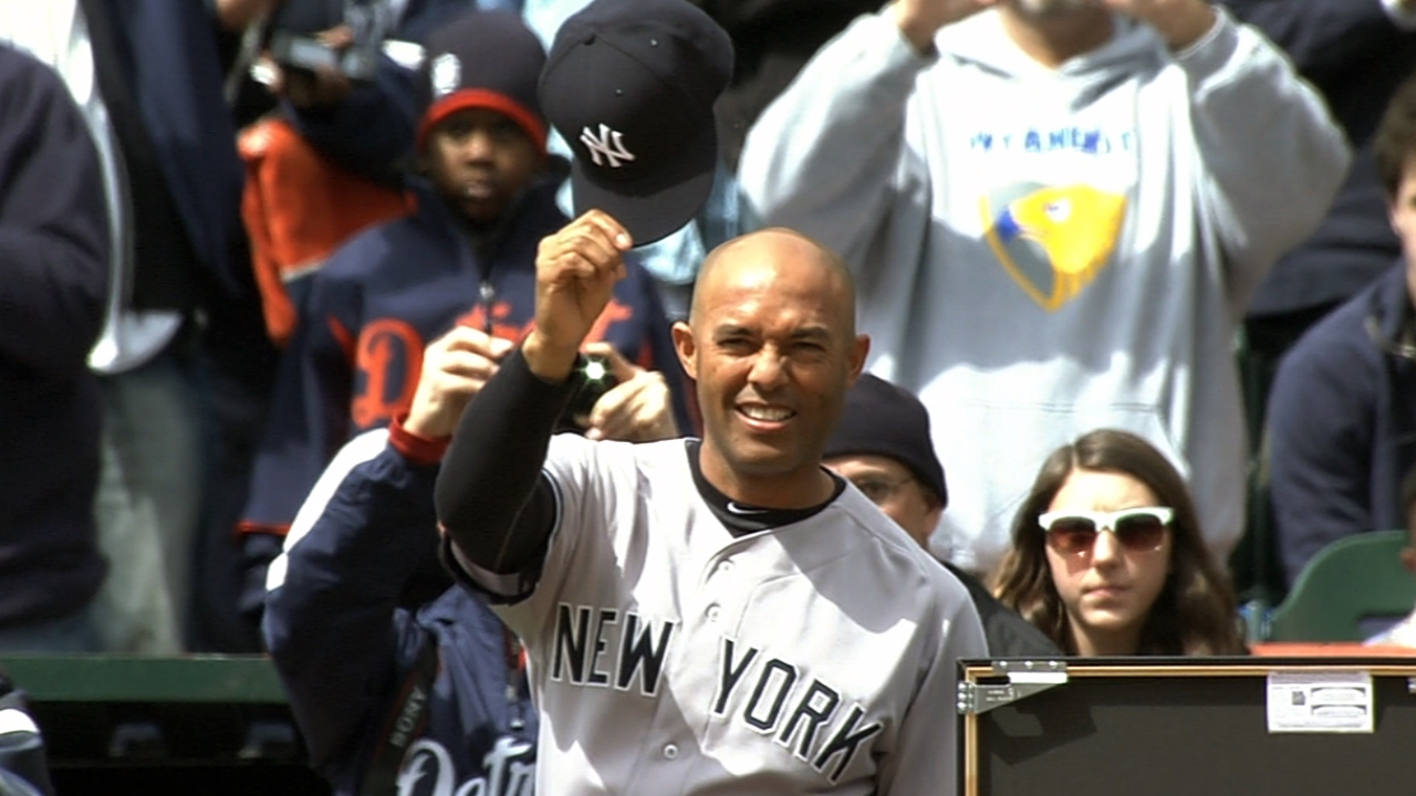 Tigers honor Mo before finale with Yankees