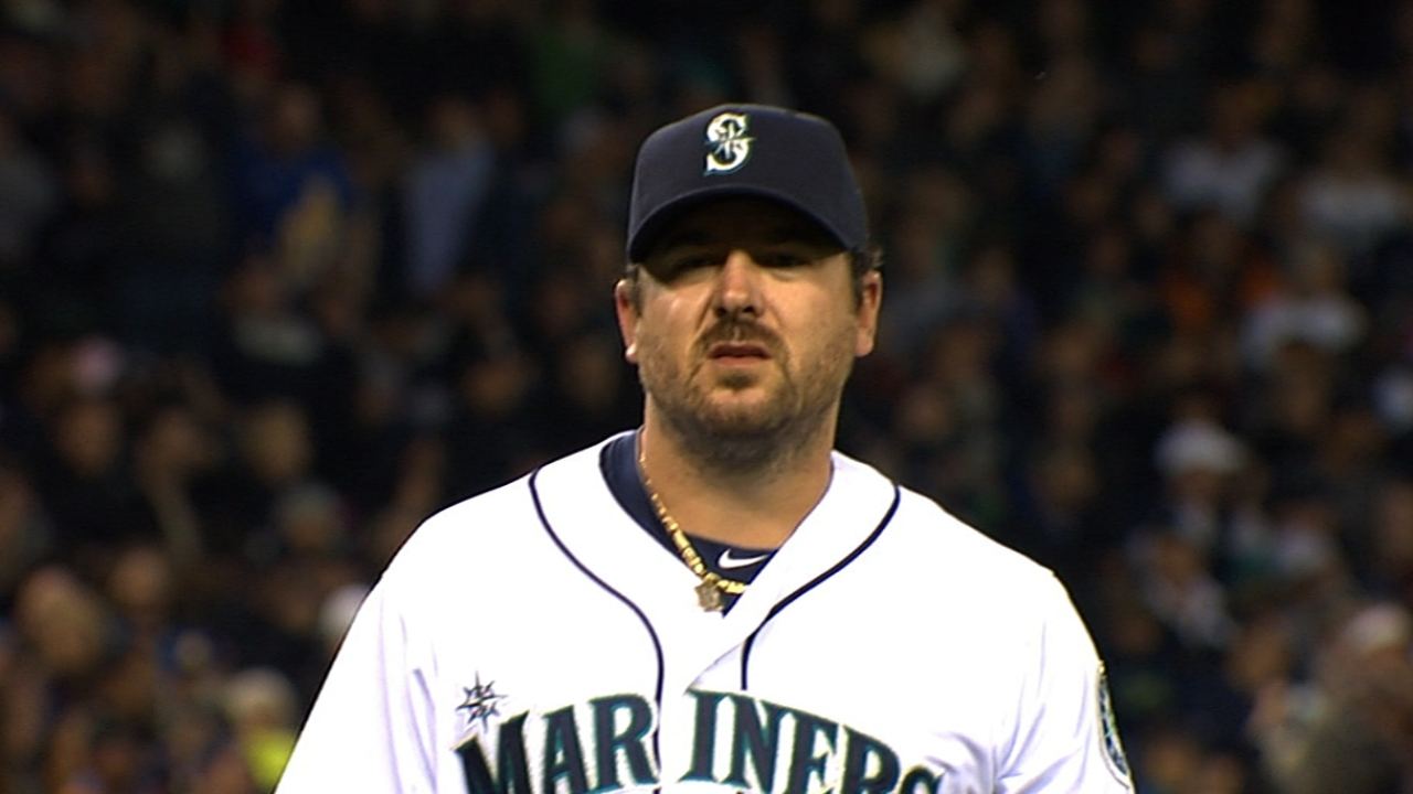Lefty Saunders cruises in Seattle's home opener