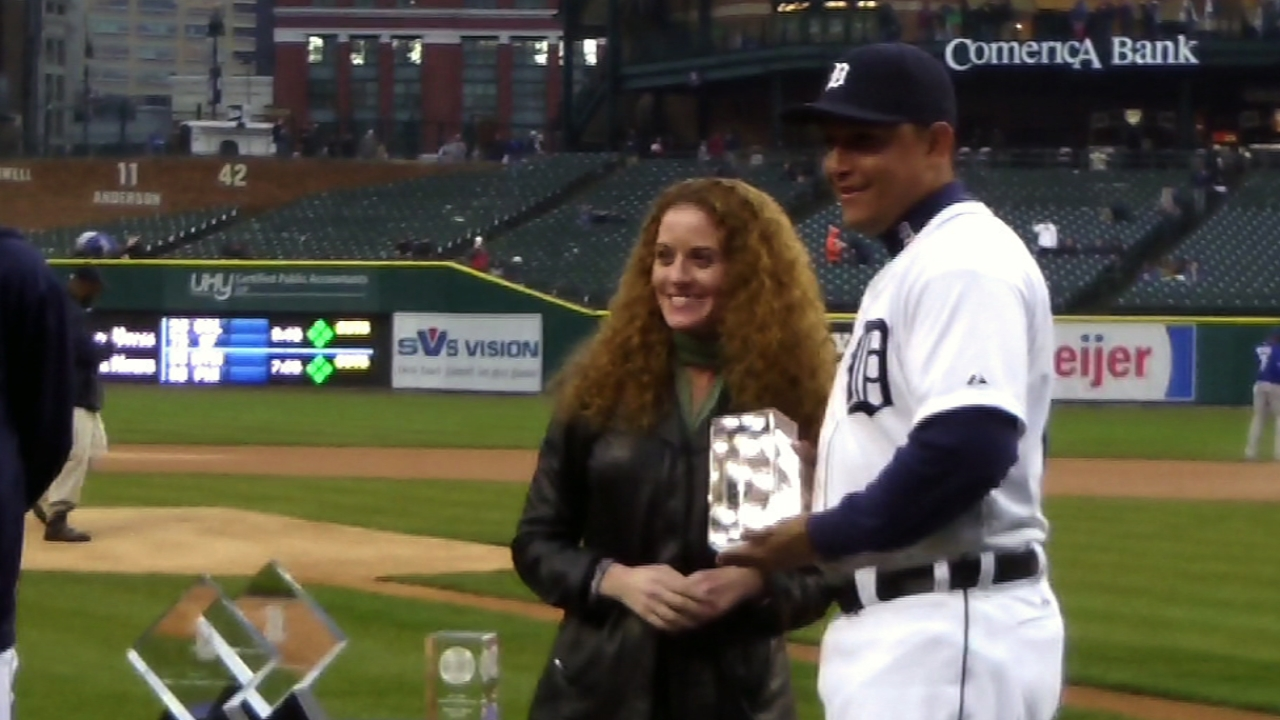 Miggy receives his GIBBY Awards