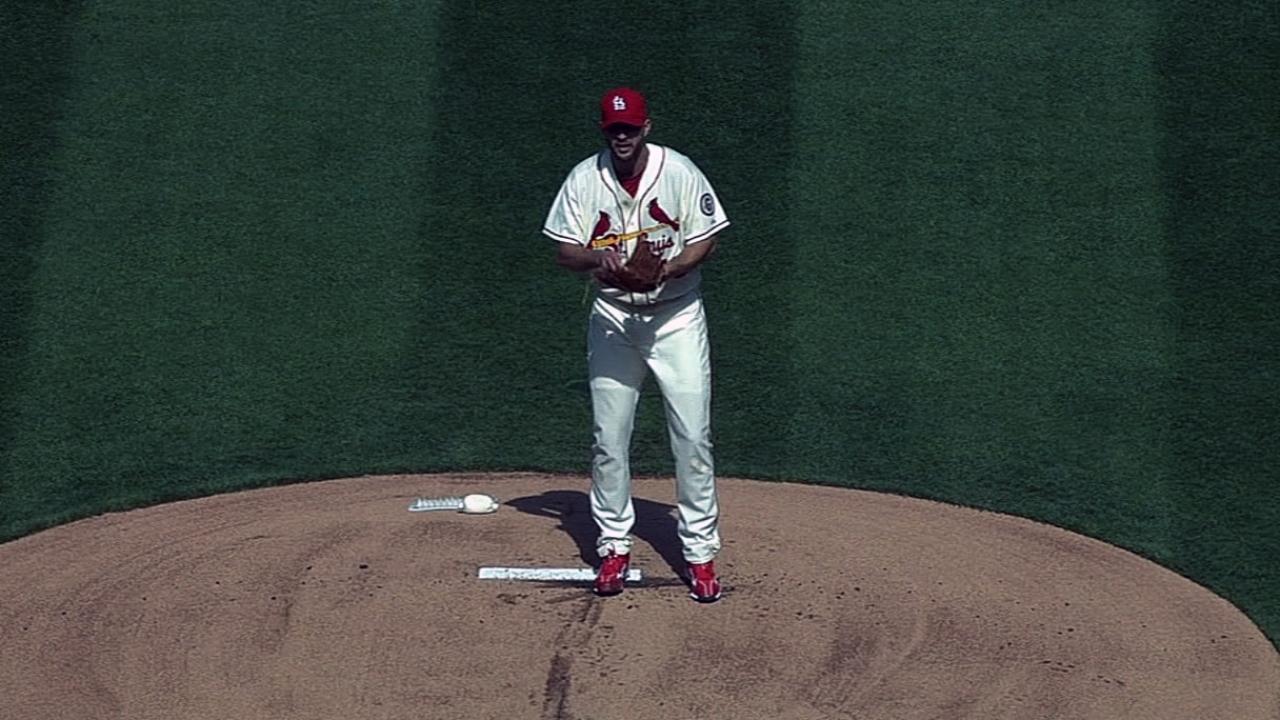 Wainwright shines in second career shutout vs. Crew
