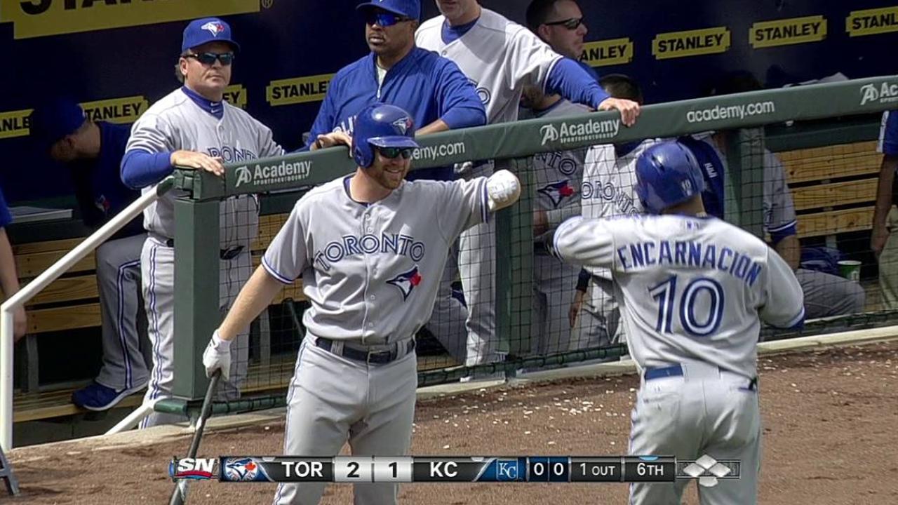 Blue Jays fall on walk-off despite Encarnacion's effort